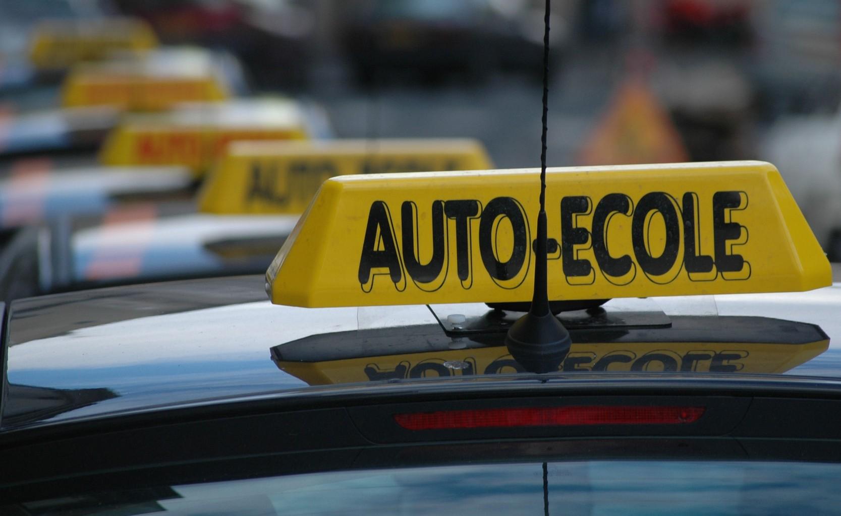 Auto-école contact + : Un suivi exigeant de la formation au permis de conduire ?